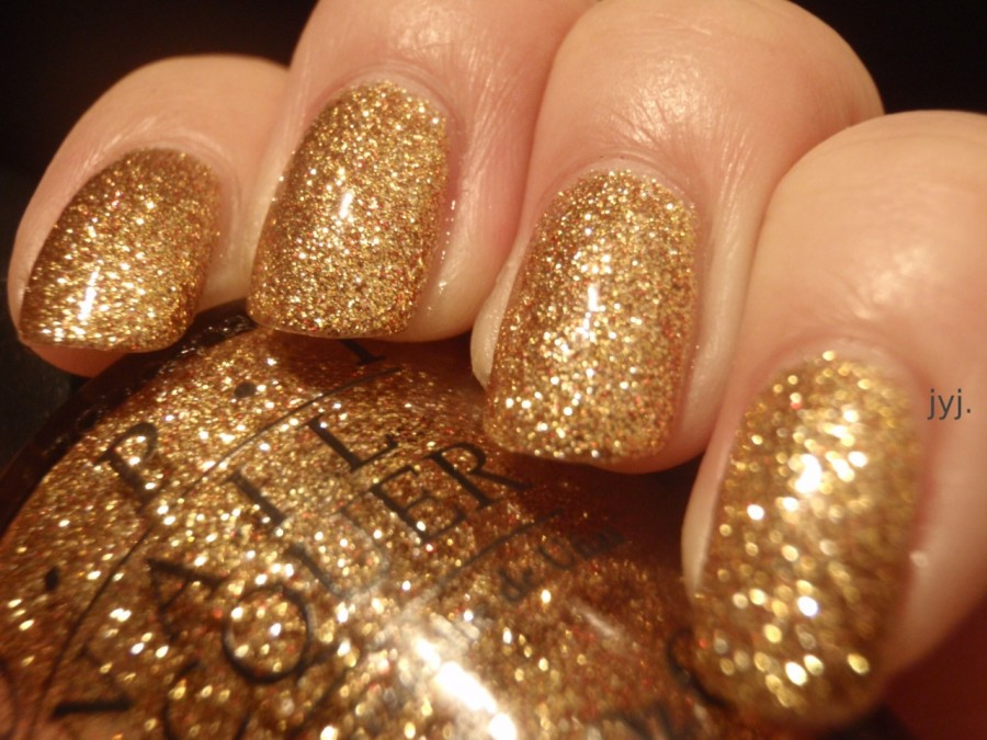 gold-glitter-nail-polish-top-trends-for-fall-149415