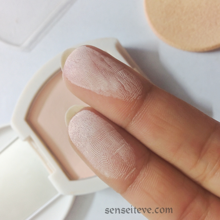 Oriflame Beauty Whitening Powder Foundation Swatch