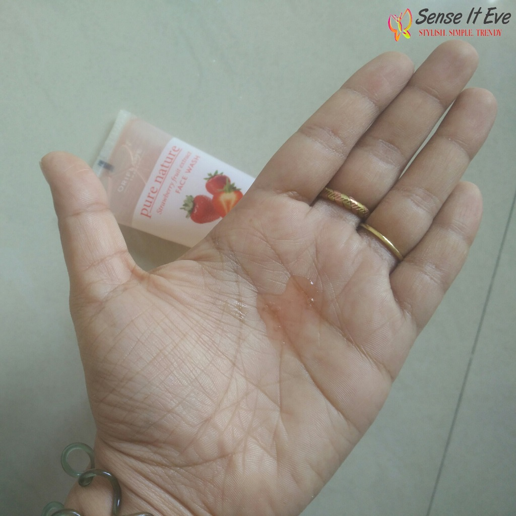 Oriflame Pure Nature Strawberry Fruit Extract Facewash swatch