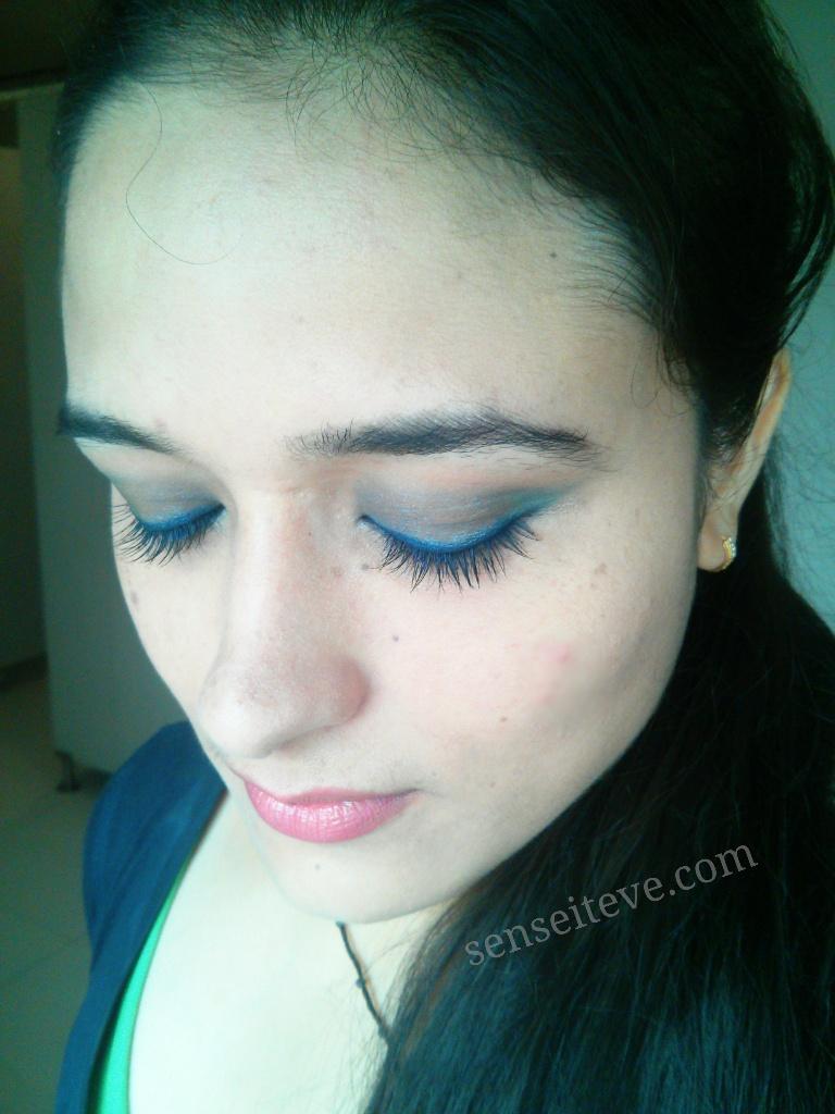 Blue green eyemakeup 1