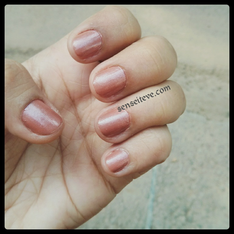 Maybelline colorshow Silk Stockings Nail swatch